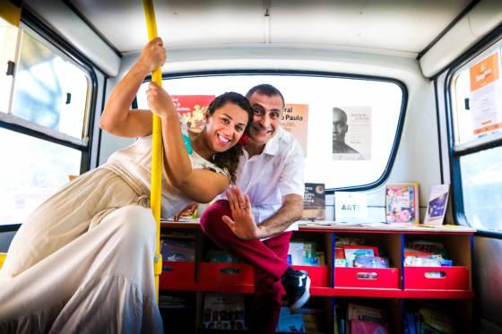 Em 2014 Lili Flor & Paulo Pixu percorreram as periferias de São Paulo no Projeto Biblio SESC  e oNIBUS BIBLIOTECA realizando  atividades de incentivo à leitura para mais de 10 000 crianças!
